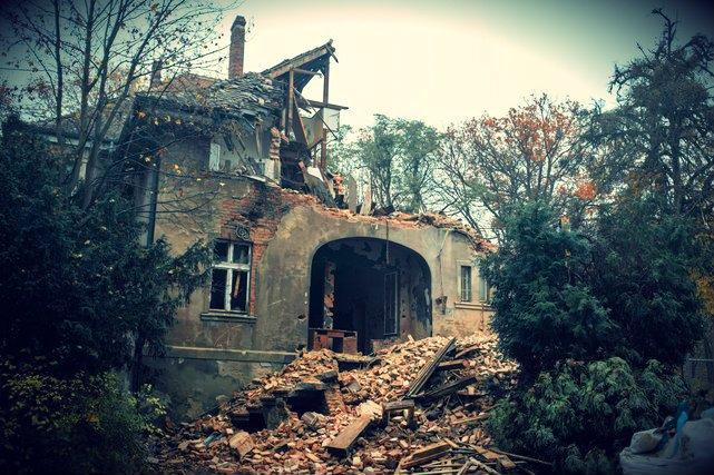 Budynek szpitala Marynarki Wojennej przy ul. Polanki 117 był wyburzany w 2014 roku.