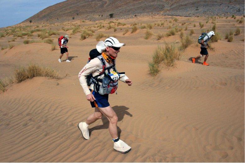 Mimo wielu obowiązków, zawsze znajduje czas na trening. Batory jest maratończykiem, m.in. przebiegł maraton piasków na Saharze