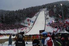 Skoki narciarskie to trudny i niebezpieczny sport. Polacy są w nim coraz lepsi.