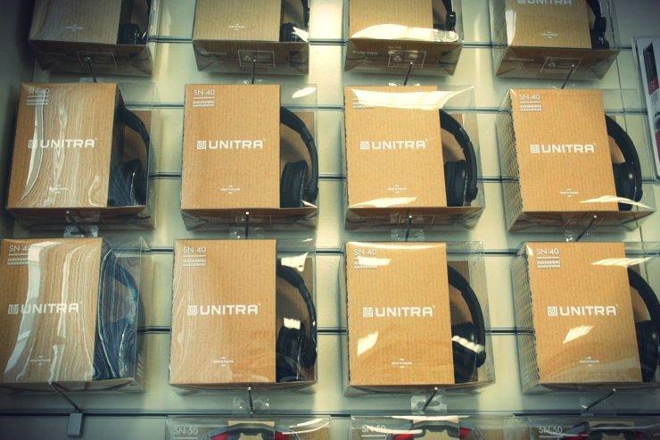Słuchawki pod marką Unitra na sklepowych półkach. K-Consult zapowiada, że na tym się nie skończy.