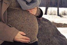 Czy ZUS oszukuje młode matki? Potrafi im obniżyć pensję, by płacić niższe świadczenia