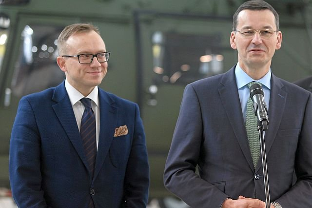 Poseł PiS Artur Soboń i wicepremier Mateusz Morawiecki