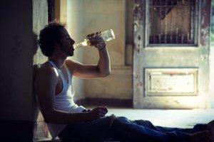Zdaniem Ministerstwa Zdrowia najlepiej ograniczać spożycie alkoholu...wycofując najmniejsze butelki