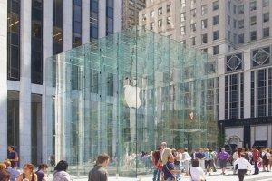 Czy w przyszłości zobaczymy charakterystczne jabłko również na drogach?
