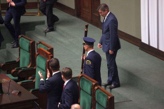 Sejm nie będzie się już zajmował budżetem. Marszałek Kuchciński przekazał sprawę do Senatu, ten zaś - do prezydenta.