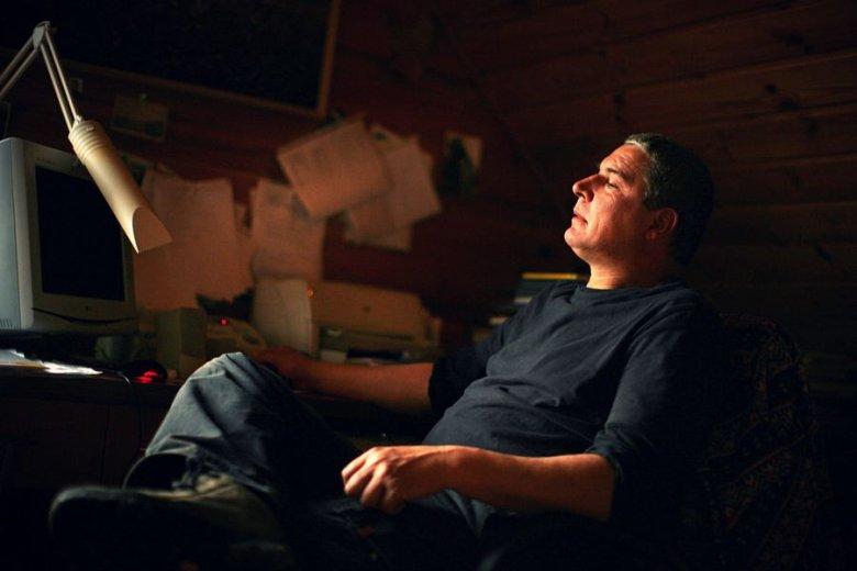 Andrzej Stasiuk od lat mieszka w drewnianym domu we wsi Wołowiec w Beskidzie Niskim. Dziś jego śladami idą artyści, naukowcy i byli menedżerowie.