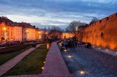 Warszawskie Podwale to jedno z najbardziej znanych historycznych miejsc w stolicy.