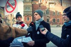 Mieszkańcy Warszawy, Krakowa, czy Wrocławia coraz częściej szukają szczęścia w miastach, w których władze nie muszą zalecać pozostania w domu w bezwietrzne dni