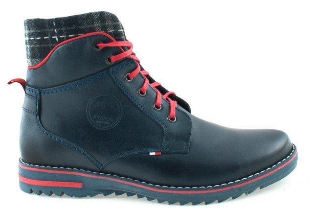 Biało czerwona wszywka ma podkreślać, że wszytsko co zostało użyte do produkcji buta pochodzi z Polski. Również praca szewca.