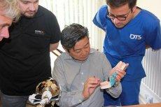 Livio Yoshinaga podczas szkolenia dla stomatologów