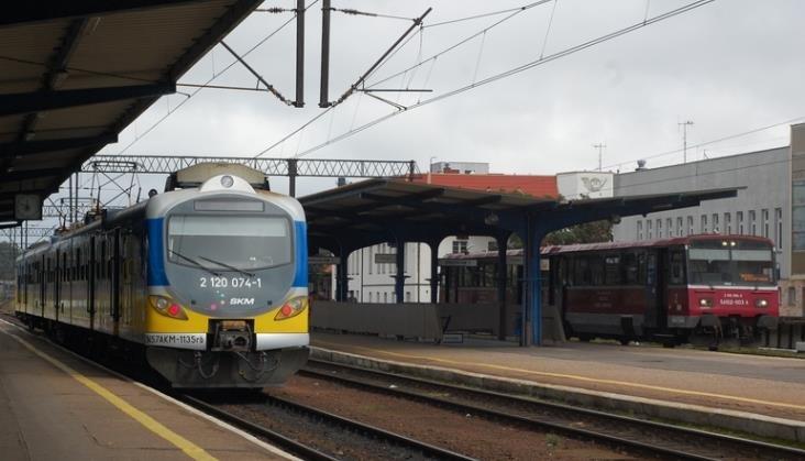 Ministerstwo i spółki kolejowe pracują obecnie nad koncepcją wspólnego biletu, który miałby znacząca wpłynąć na wzrost sprzedaży.