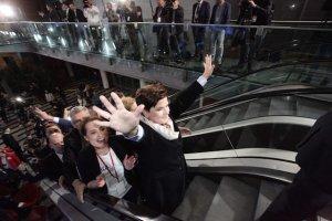 Premier Beata Szydło może się cieszyć. 500+ nie pogrążyło na razie polskiej gospodarki.
