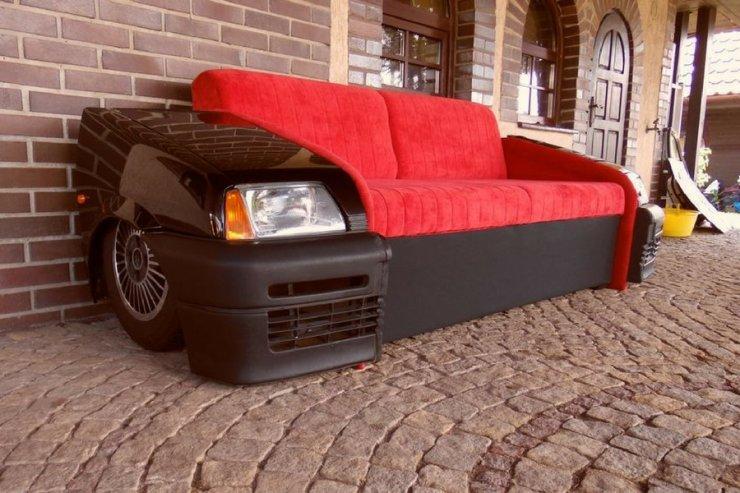 Cena sofy to dziś co średnio kilkanaście tysięcy złotych, a w przypadku rolls royce'a - euro.