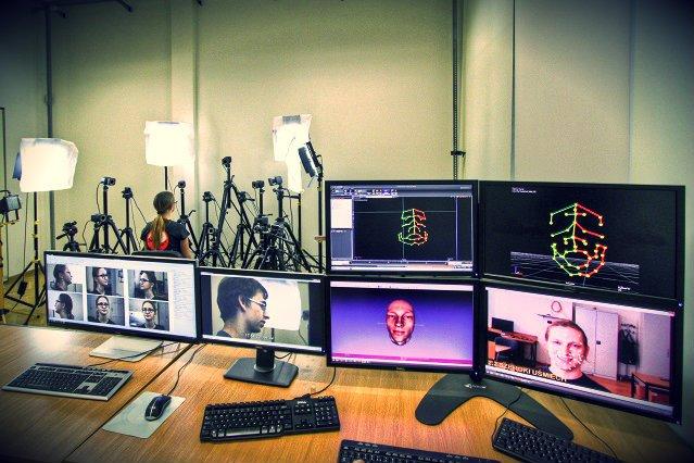 Pokój, w którym nagrywana jest mimika. Dzięki tej technologii można realistyczniej oddać twarze postaci z gier komputerowych, jak również badać zmiany, jakie zachodzą w mimice zależnie od nastawienia.