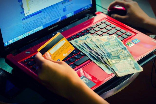 Rząd wycofał się z planów opodatkowania zagranicznych sklepów internetowych, które przesyłają towary polskim klientom