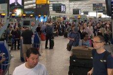 Przepełniona hala na lotnisku Heathrow