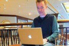 Coraz trudniej lansować się sprzętem Apple. No bo jak chodzić do kawiarni z milionem przejściówek