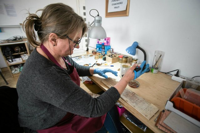 Firma Plantwear specjalizuje się w produkcji drewnianych zegarków i okularów.