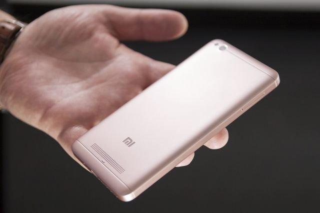 """Xiaomi Redmi 4A w wersji różowej, nazwanej dla niepoznaki """"różowym złotem"""""""