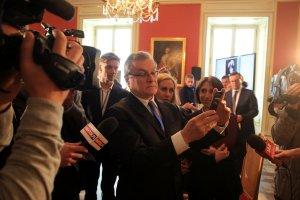 Minister kultury Piotr Gliński testuje aplikację ArtSherlock. Potrzeba matką wynalazków?