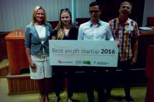 Zwycięski zespół Briefing4U, Gabriela Wyszyńska i Karol Molasy,  z mentorami (Katarzyną Królak-Wyszyńską i Wojtkiem Kałuckim z Innovatiki)