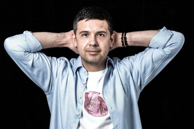 Marek Dziubiński zajmował się wcześniej algorytmami do przetwarzania dźwięku. Szukając pomysłu na własny biznes stwierdził, że badania serca nie różnią się tak bardzo od tego czym zajmował się do tej pory.