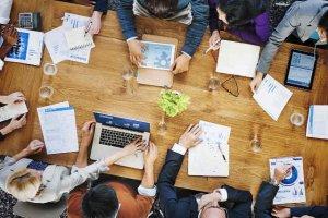 """Sieć salonów oferujących sprzęt marki Apple rozpoczyna projekt edukacyjny pod nazwą """"iSupport"""". Ma on szkolić studentów i przyszłych przedsiębiorców w zakresie prowadzenia biznesu opartego na nowoczesnych technologiach"""