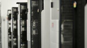 MCPD posiada przestrzeń dla 512 szaf serwerowych, z których każda może pomieścić do 42 serwerów. Aby dodatkowo zabezpieczyć dokumentację medyczną pacjentów, obiekt posiada również niezależne, zdublowane systemy zasilania.