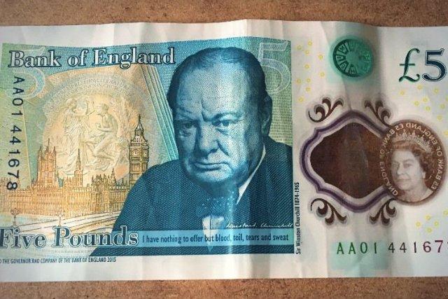 Anglicy oszaleli na punkcie 5-funtówek z wizerunkiem Churchilla