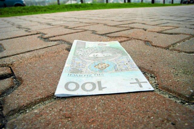 Pieniądze odkładane na emeryturę w III filarze można odliczyć od podatku PIT. Dzięki temu w naszych portfelach może zostać ponad 1500 zł.