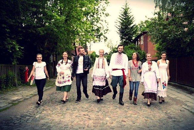 Xoroshe to jedna z polskich firm, której ubrania inspirowane są lokalną tradycją