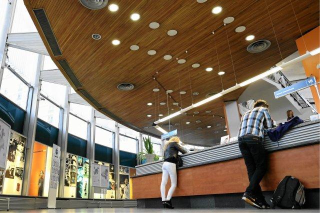 Samoobsługowe stanowiska w PKO Banku Polskim mają usprawnić obsługę klienta