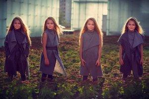 Chic Smart Clothes wykorzystuje naturalną skłonność dzieci do kreatywnej zabawy i eksperymentowania. Jeden płaszcz można przekształcić na 5 różnych sposobów.