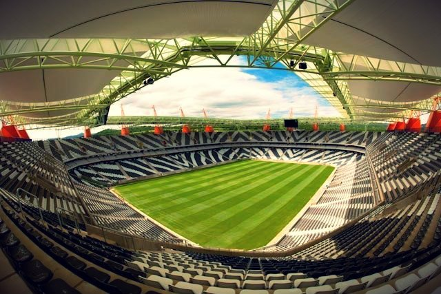 Stadion Mbombela w Kapsztadzie. To tutaj rozgrywały się mecze Mundialu w 2010 roku. Na nim również są zainstalowane krzesła polskiej marki.