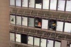 Rosjanin, który sfilmował pomieszczenie, oszacował, że w środku mogło znajdować się około 10 tys. telefonów