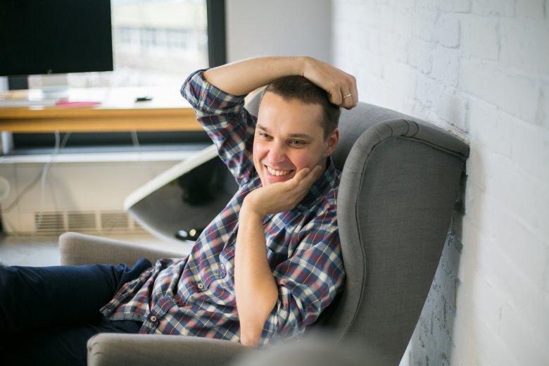 Mariusz Gralewski w swoim gabinecie