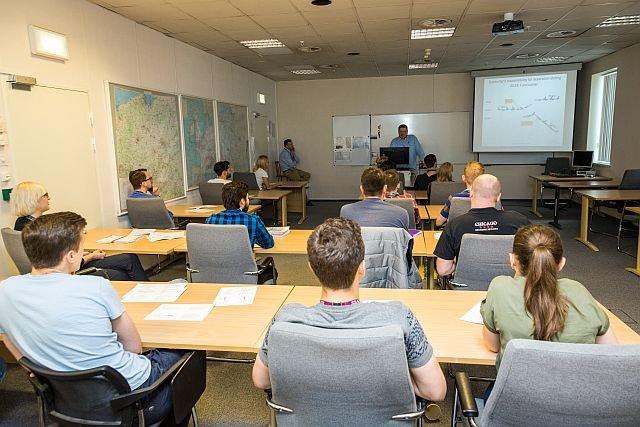 Dwuletni kurs na kontrolera ruchu lotniczego to intensywne studia przeplatane licznymi egzaminami
