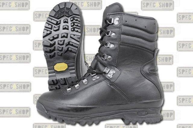 """Polska firma robi niezniszczalne buty, które kupują żołnierze z całego świata. """"W USA patrzyli na nie z niedowierzaniem"""""""