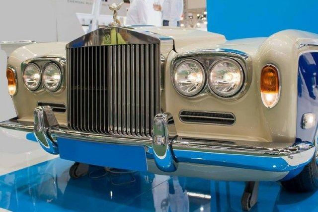 Sofa z Rolls-Royce'a.