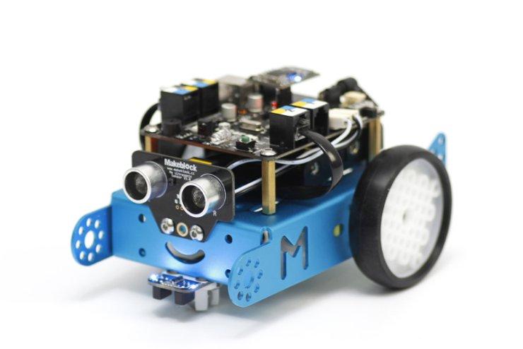 mBot to robot, którego można rozbudowywać o różne elementy i programować przy pomocy przyjaznego środowiska programistycznego
