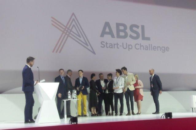 Zwycięzcy na scenie podczas ABSL Start-Up Challenge.