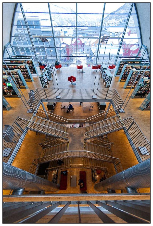 Biblioteka w Tromsø zachwyca nie tylko zewnętrznym wyglądem.