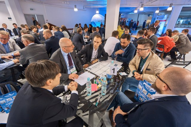 Sesja roundtables - stolików eksperckich podczas techbrainers R&D Summit 2016.