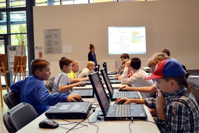 """Pierwszą biblioteką, w której odbyły się warsztaty """"Mistrzów Kodowania"""", była Miejska Biblioteka Publiczna w Oświęcimiu. Aktualnie w programie uczestniczy aż 10 publicznych bibliotek"""