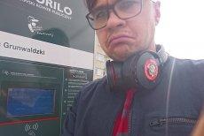 Selfie naszego redaktora pod jedną z wypożyczalni Veturilo.