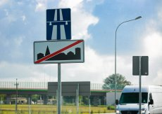 Zdaniem posłanki Nowoczesnej prosty zabieg pozwoliłby zaoszczędzić 50-proc. kwoty przeznaczanej na oznakowanie poziomie jezdni