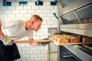 Branża piekarnicza straty w Polsce odbija sobie za granicą