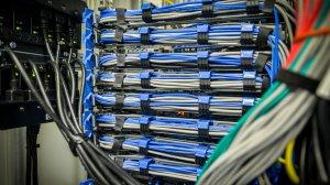W MCPD system klimatyzacji umożliwia precyzyjne utrzymywanie optymalnej pracy urządzeń indywidualnie w każdej z szaf serwerowych.
