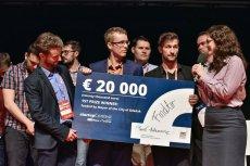 Założyciele FindAir odbierają jedną z nagród podczas InfoShare.