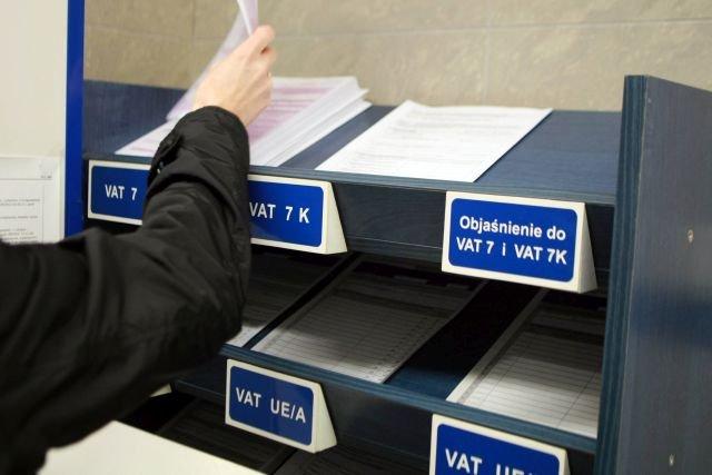 Informację o zmianie formy opodatkowania wysyłamy do naszego urzędu skarbowego.